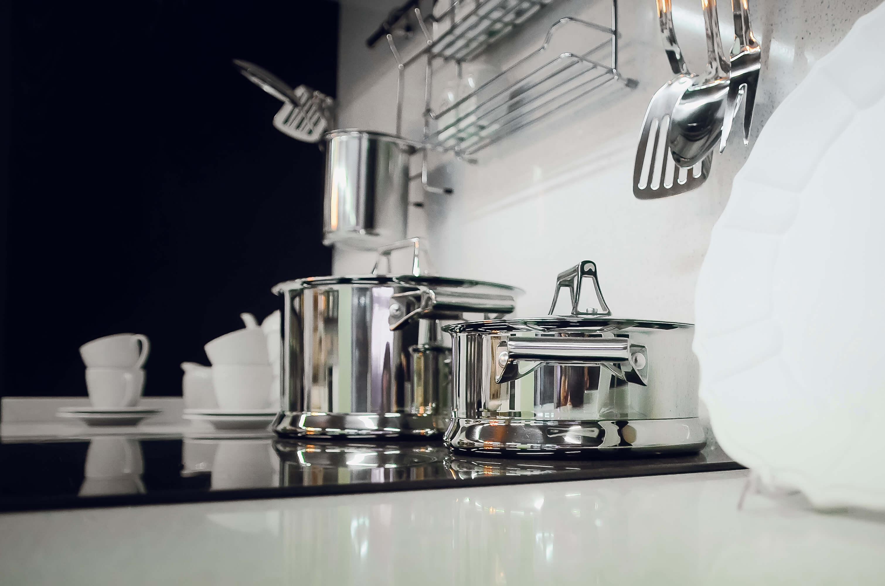 Cómo limpiar la vajilla de plata en casa
