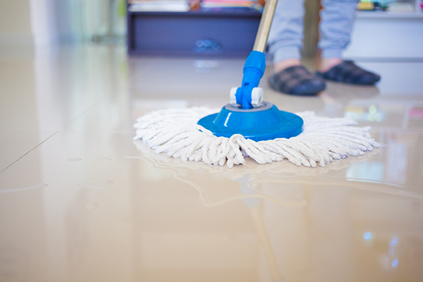 cómo limpiar pisos de cerámica manchados o percudidos